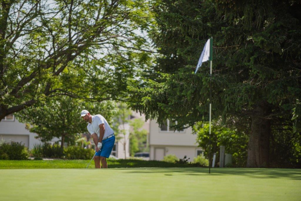 Image of guy golfing